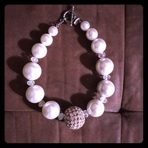 Jewelry - Huge pearl necklace